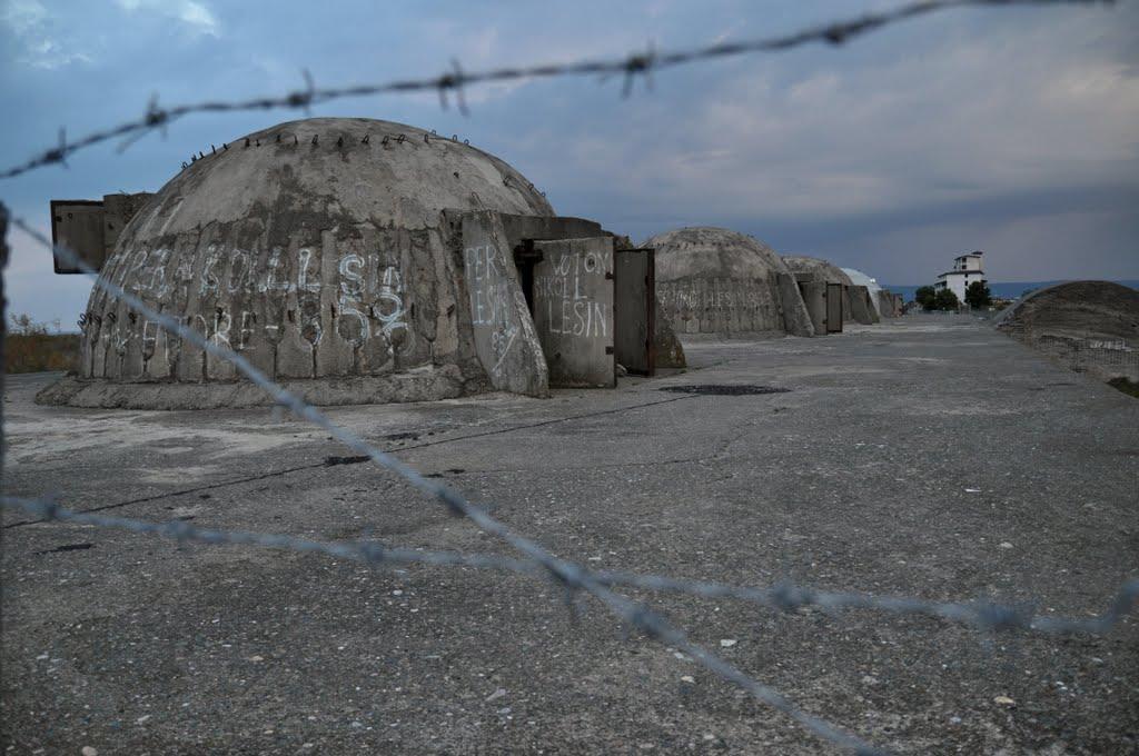 Liczne bunkry w krajobrazie